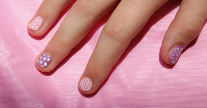 Super Easy DIY Nail Art - anyone can get great results with this easy technique!